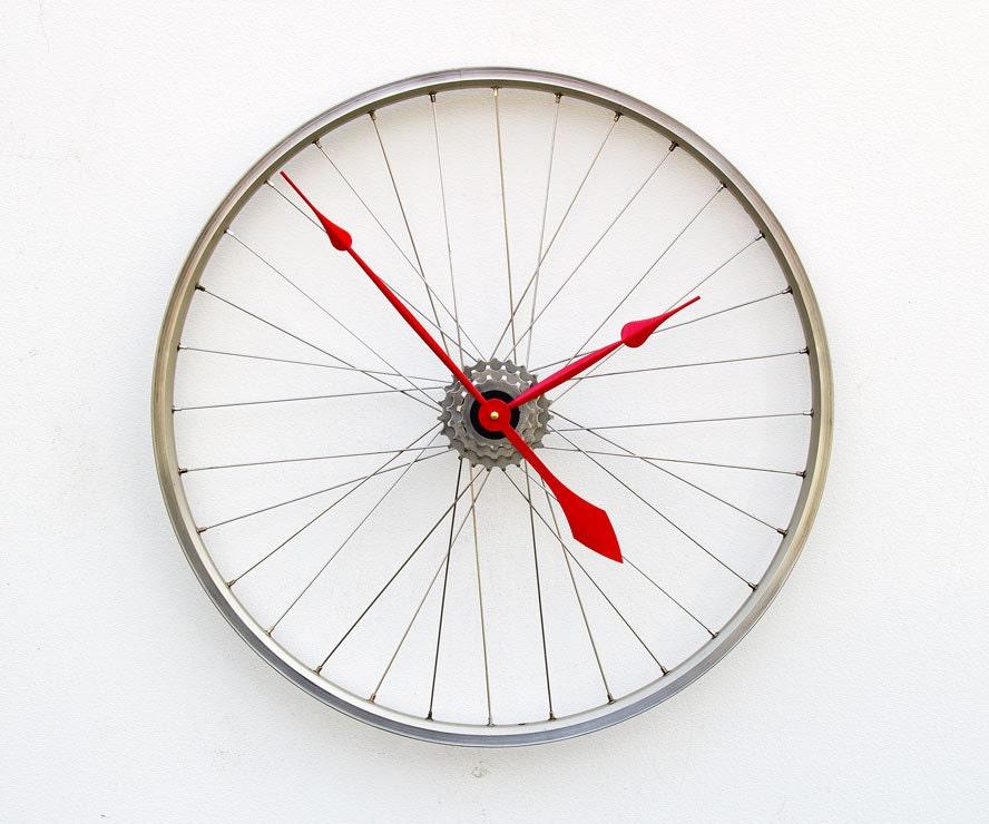 Recycled Bike Wheel Clock - pixelthis