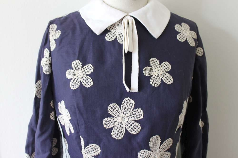 Vintage 60's secretary dolly lolita navy and white embroidered novelty floral flower peter pan bow collar long sleeve dress mad men s m