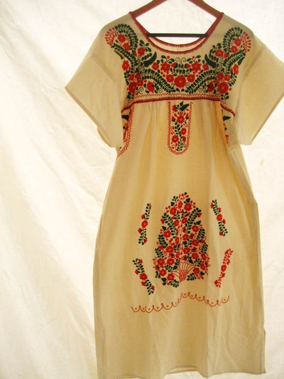 Beautiful handmade Mexican embroidered tunic dress Size up to xL Gorgeous color combination