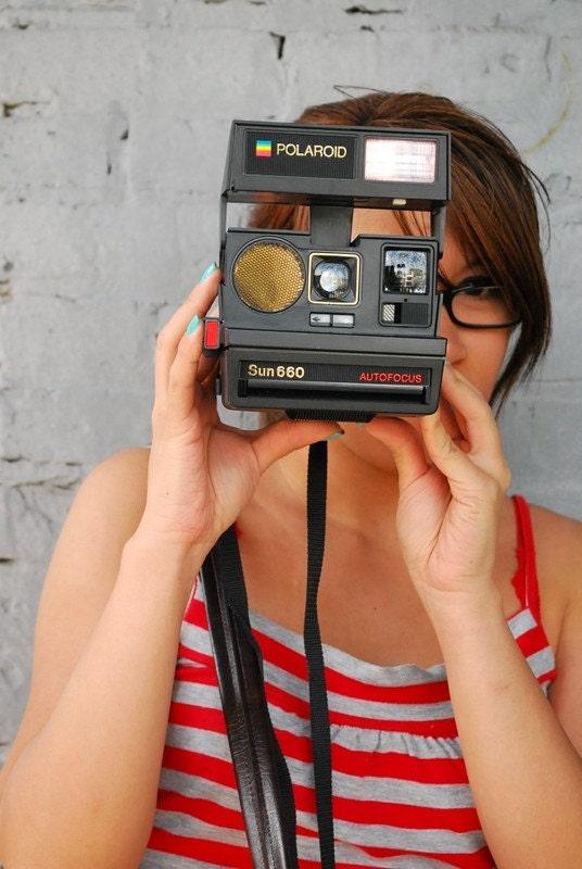 AMAZING. Vintage Polaroid Sun 660 With Tan Case