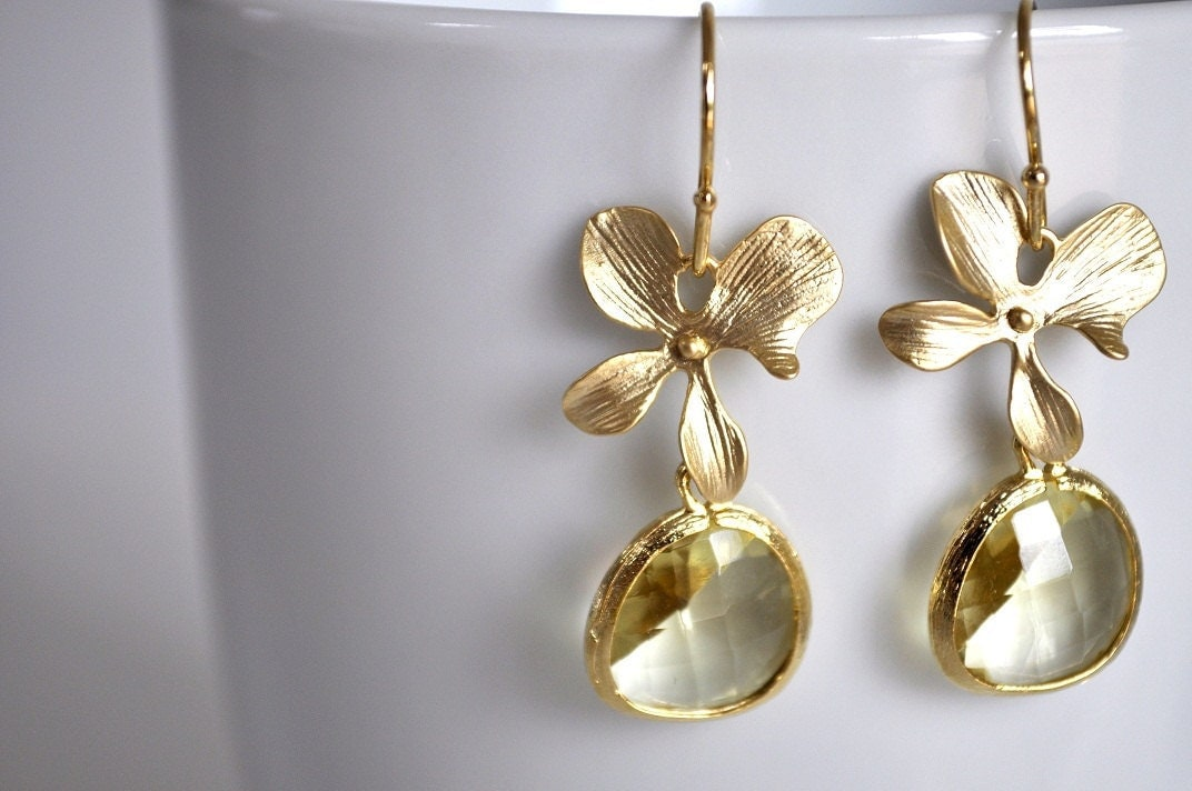 Gold plated framed glass with flower earrings