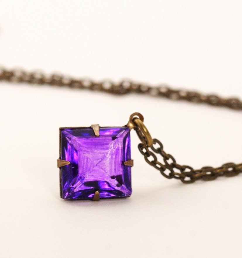 Vintage Glass Jewel Necklace - Purple Diamond