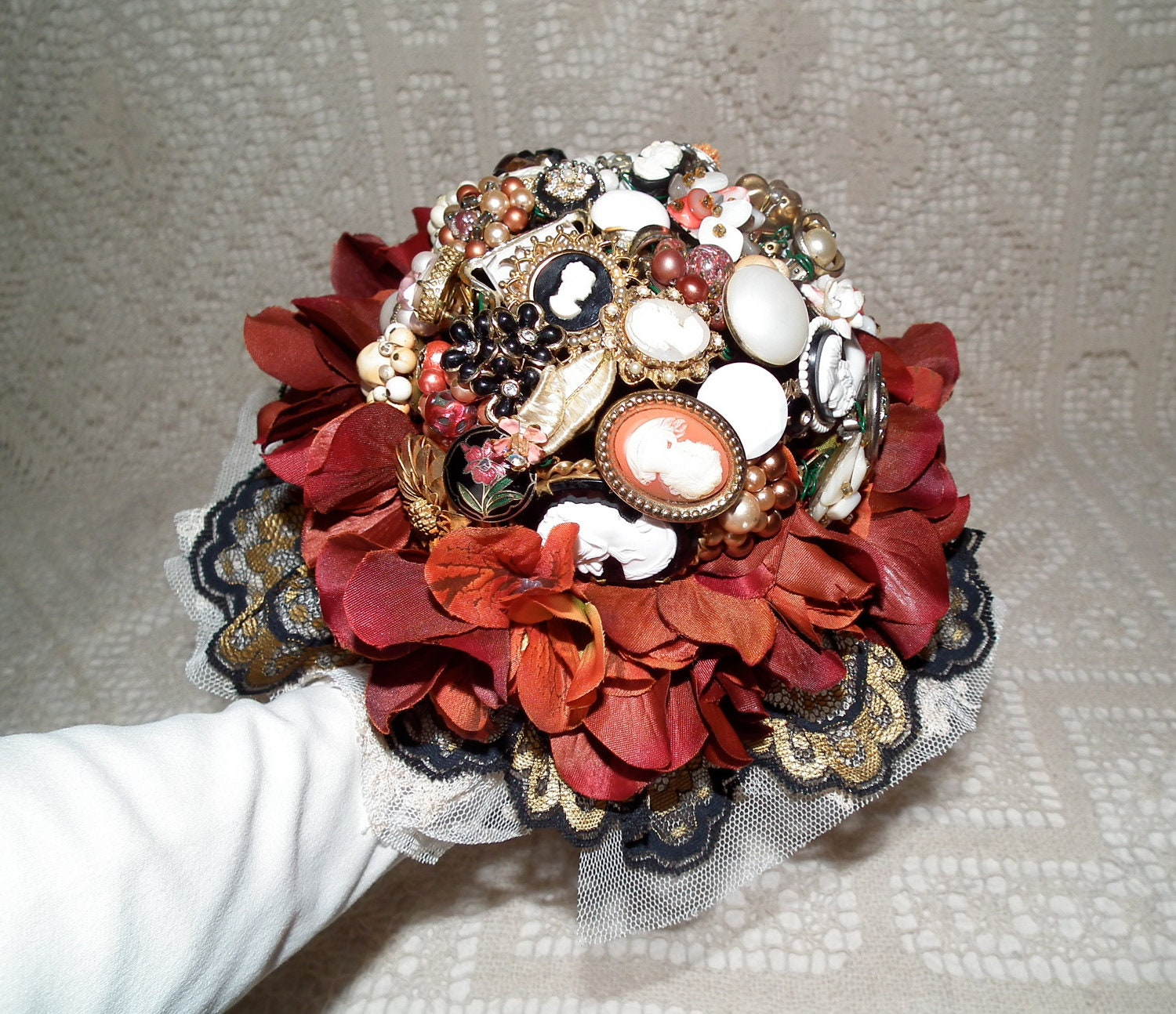 Cameo brooch bouquet