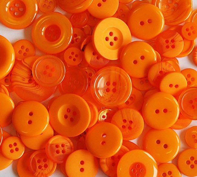 "100 Mixed Orange Buttons, multi sizes 1/8"" up to 1.5"", bulk buttons with gift wrap, great for jewelry, sewing, crafts and more - moggyssupplyshop"