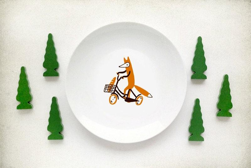 Детская тарелка с лисой на велосипеде