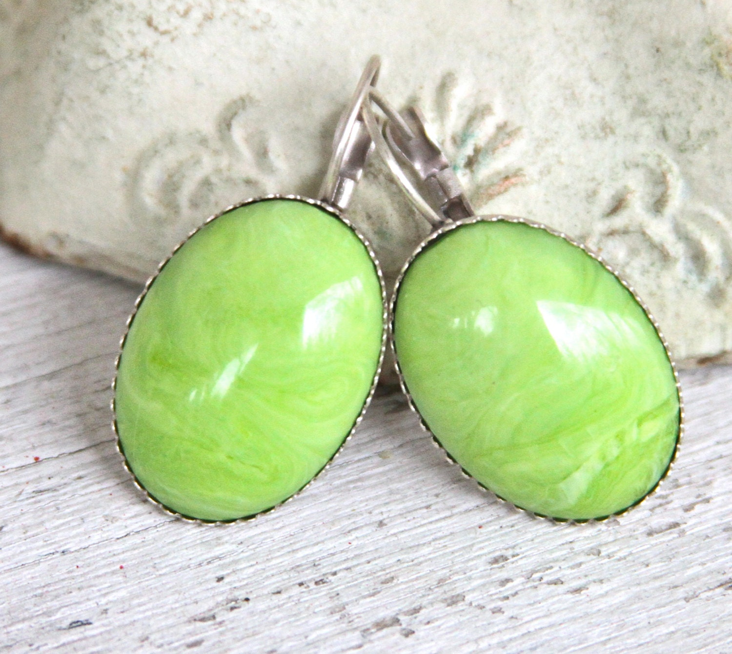 Apple Green Oval Italian Marbled Scalloped Silver Plated Lever Back Drop Dangle Earrings - Beach, Wedding,Bridal - heathernn1