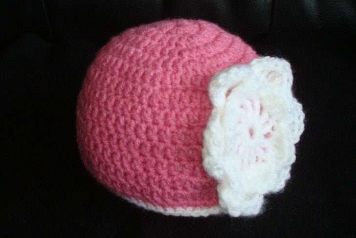 Dark pink beanie with adorable crocheted flower. 0-12 month. Perfect for a gift or for a photo prop. Item 018