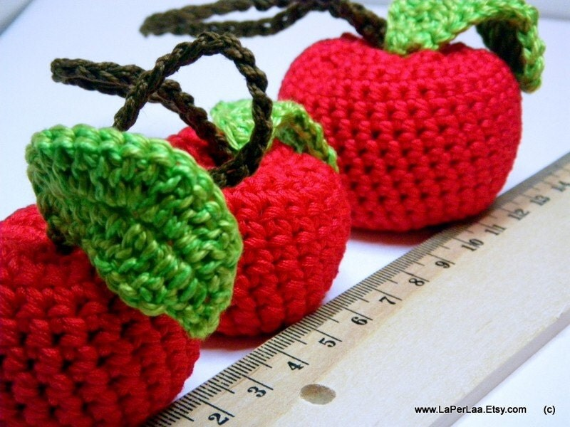 il 170x135.180071115 Etsy Crochet Treasury: Apples and Apples