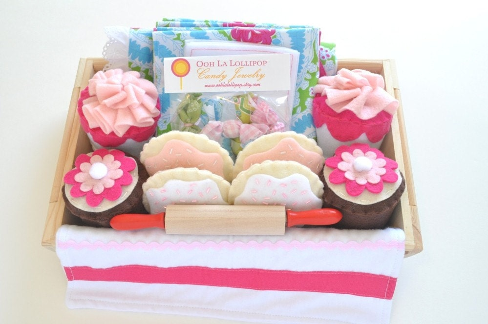 Little Hostess in Training Package / Felt cupcakes, cookies, placemats, jewelry and MORE