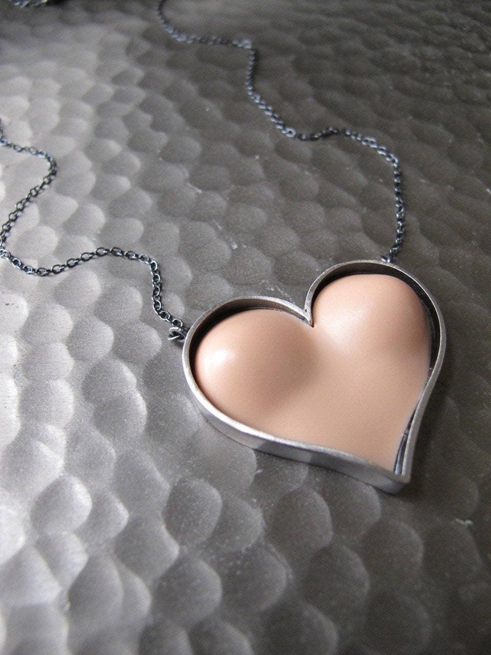 Have a Heart Bust Necklace in vanilla