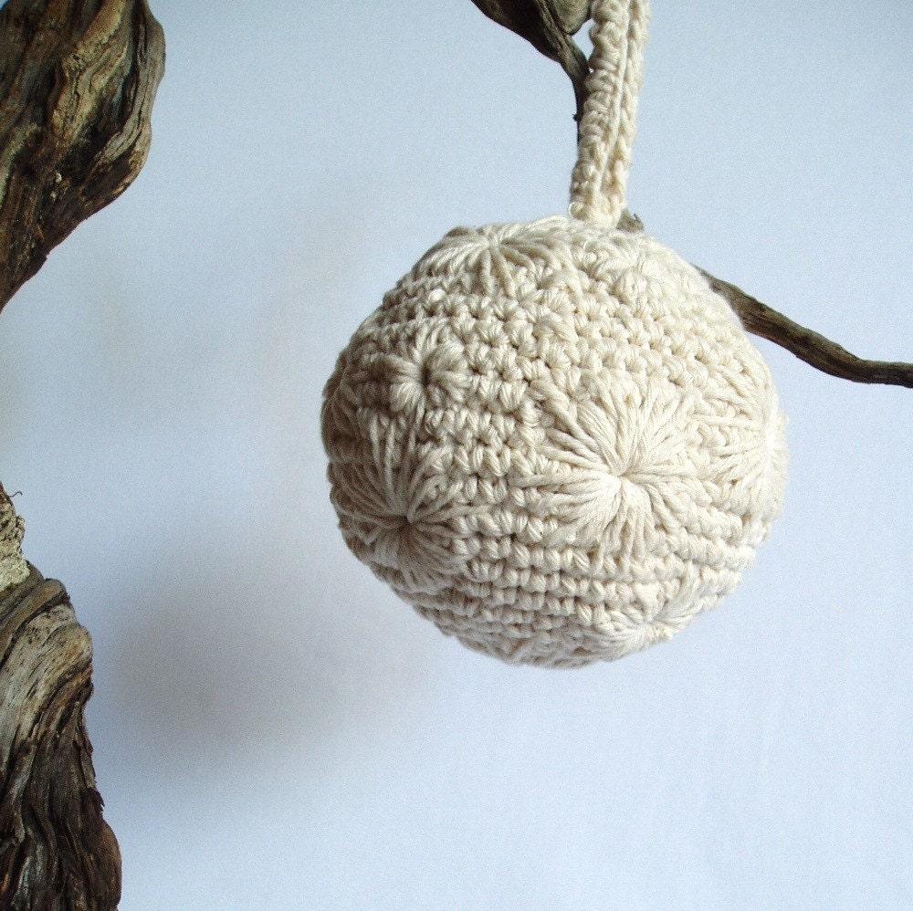 Вышитые Большой орнамент Ball.  Один из Kind Keepsakes по jeanettegibson на Etsy.