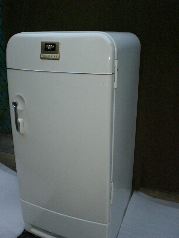 Vintage Frigidaire Refrigerator Parts also 574357 further 181263401359 moreover Fridge besides Engine 20Drive. on ge electric motors