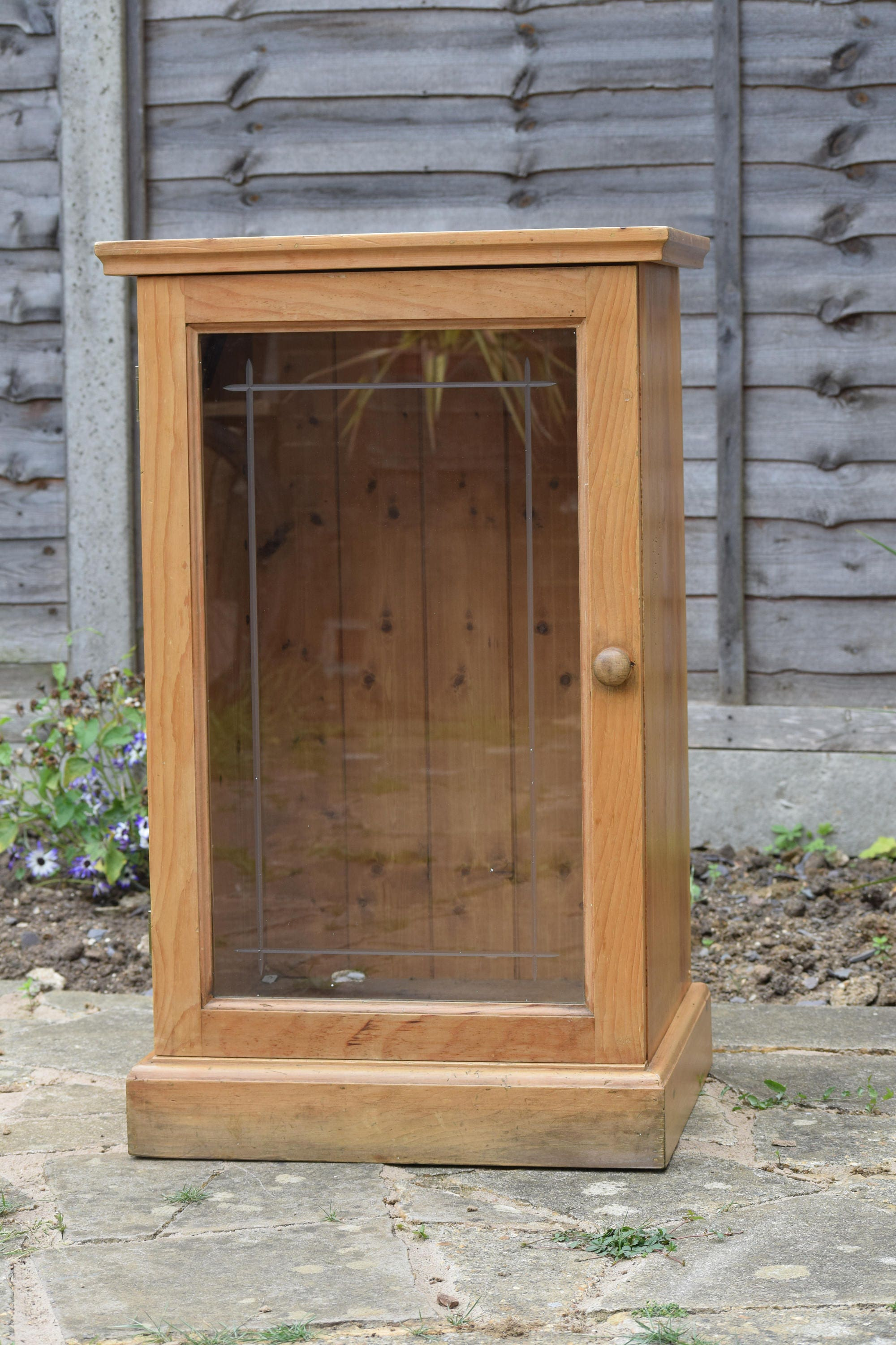 Antique Look Pine StereoRecord PlayerDisplay Cabinet