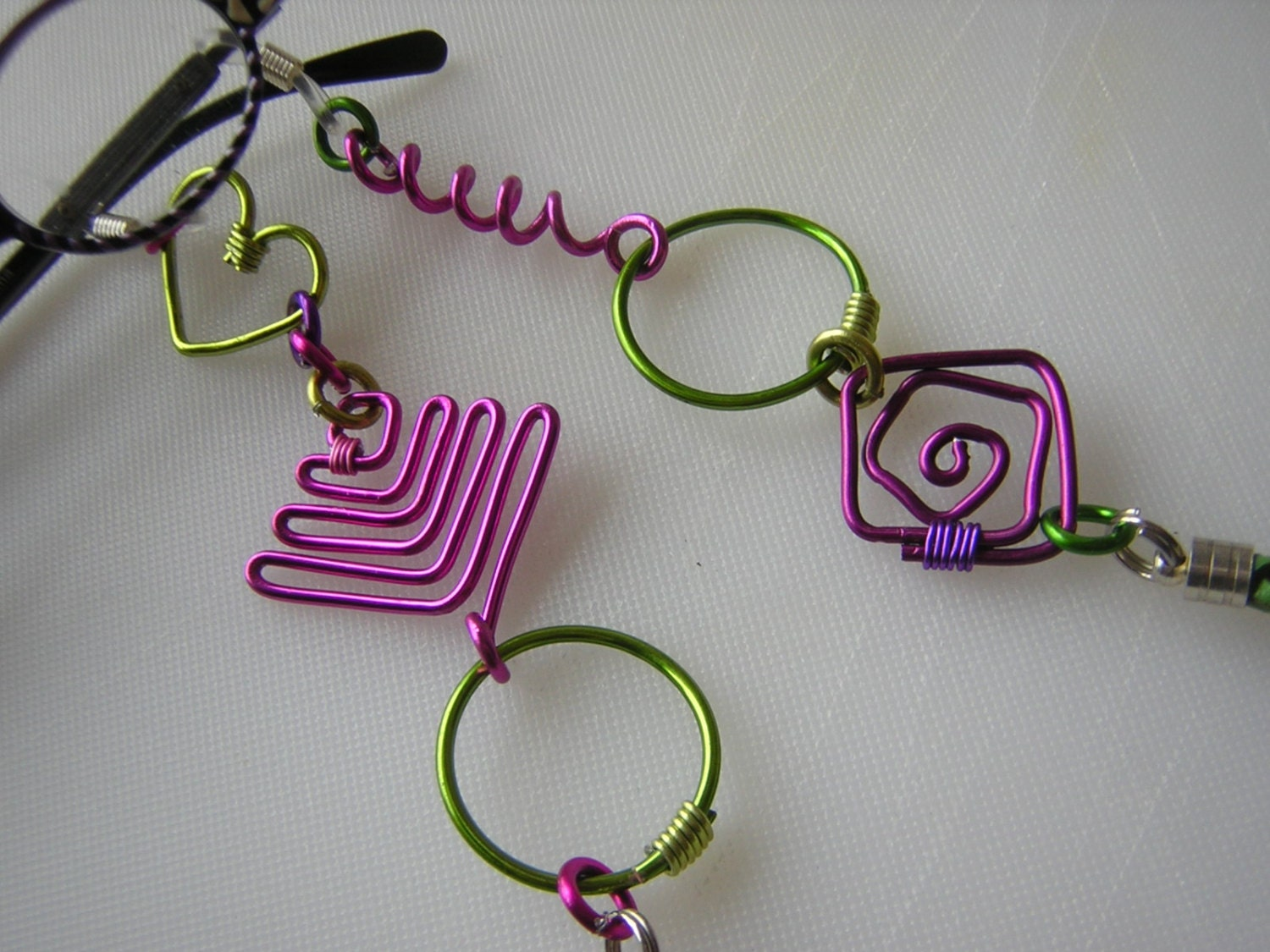 eyeglass chain w craft wire shapes in lime by nannygirlgo. Black Bedroom Furniture Sets. Home Design Ideas