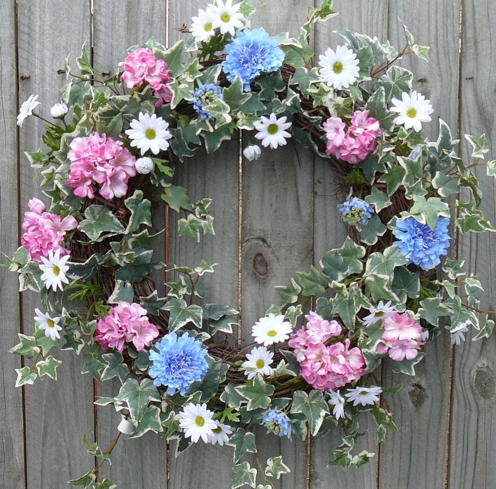 Spring Wreath - Dainty Variegated Ivy Wreath