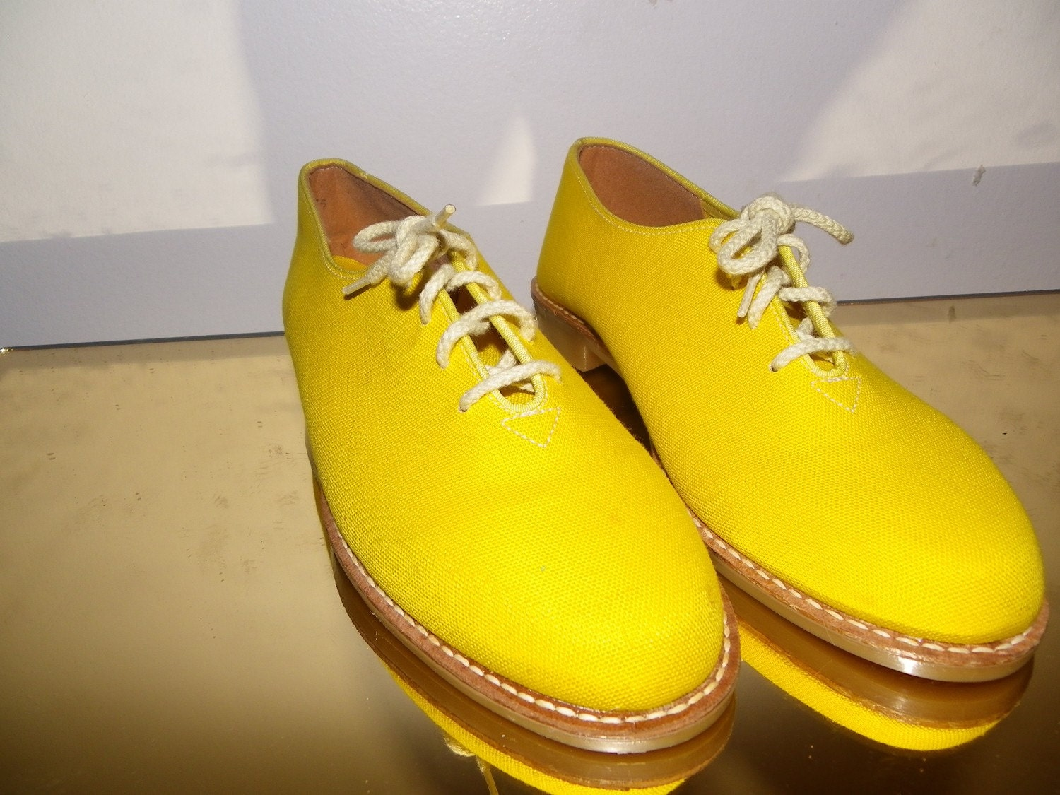 Bananas Oxfords Shoe Size 8 1/2 yellow canvas lace up oxford
