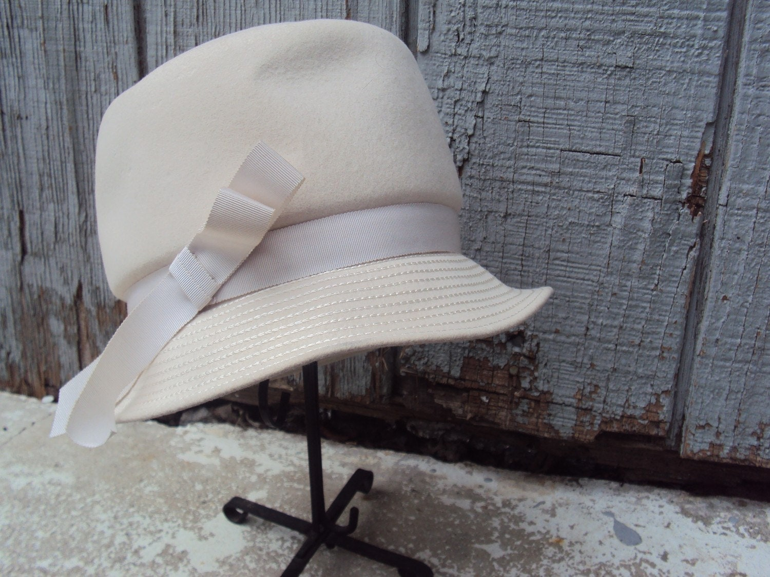 Vintage Cream Cloche Hat, Designer Wool Hat, Mad Men Style, Signed Henry Pollack Ritz - YesterdaysSilhouette