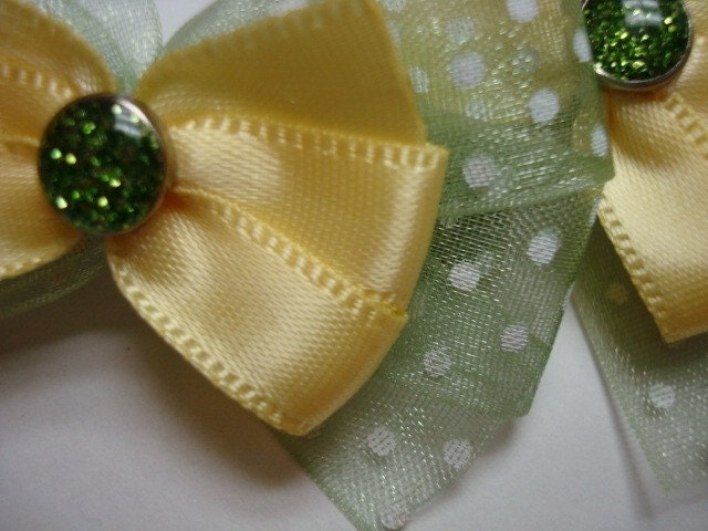 A pair of dazzling buttery yellow and olive green snap clips
