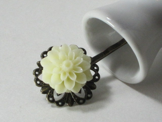 Vintage Inspired Lucite Flower Bobby Pin -  1 Piece Mum on Bronze Filigree Setting