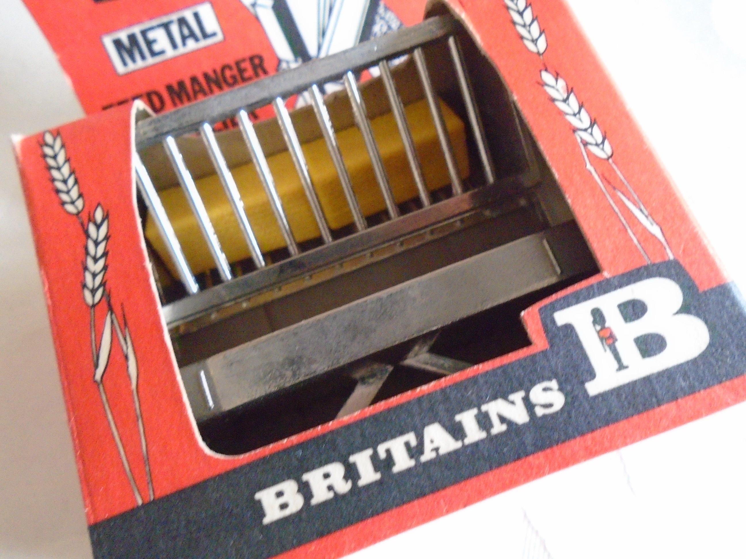 Britains 1979 feed manger original box