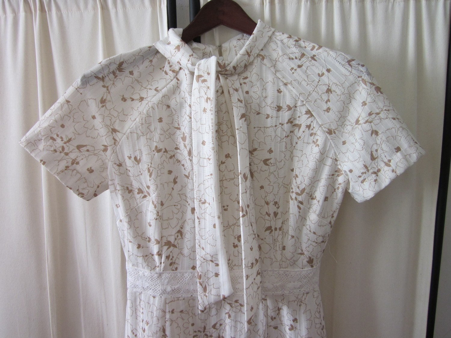 Vintage 60s White and Gold Floral Pattern Dress (S)