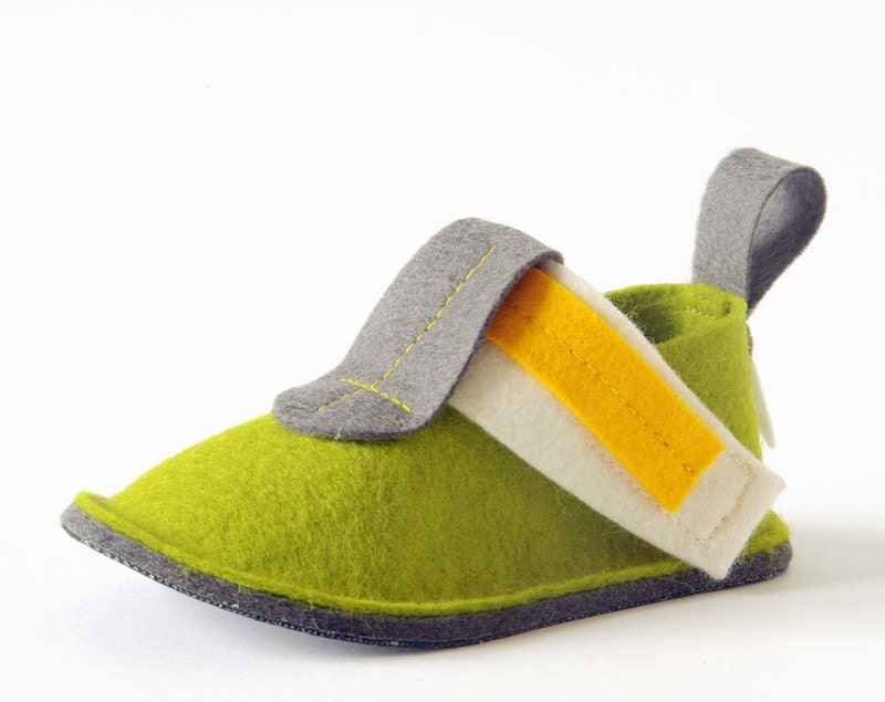 Green toddler shoes with non slip soles, girls & boys house shoes, eco friendly toddler slippers in pure wool felt