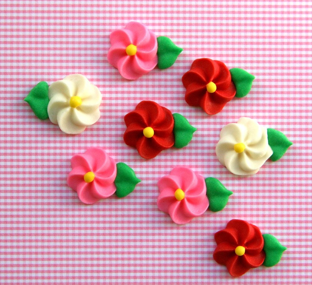 Classic Icing Flowers to Decorate Cupcakes or Cakes - Red, Pink and White (12)