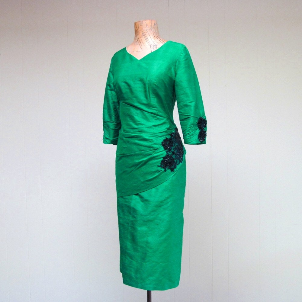 Vintage 1960s Wiggle Dress / 60s Emerald Green Thai Silk Cocktail Dress / Small - RanchQueenVintage