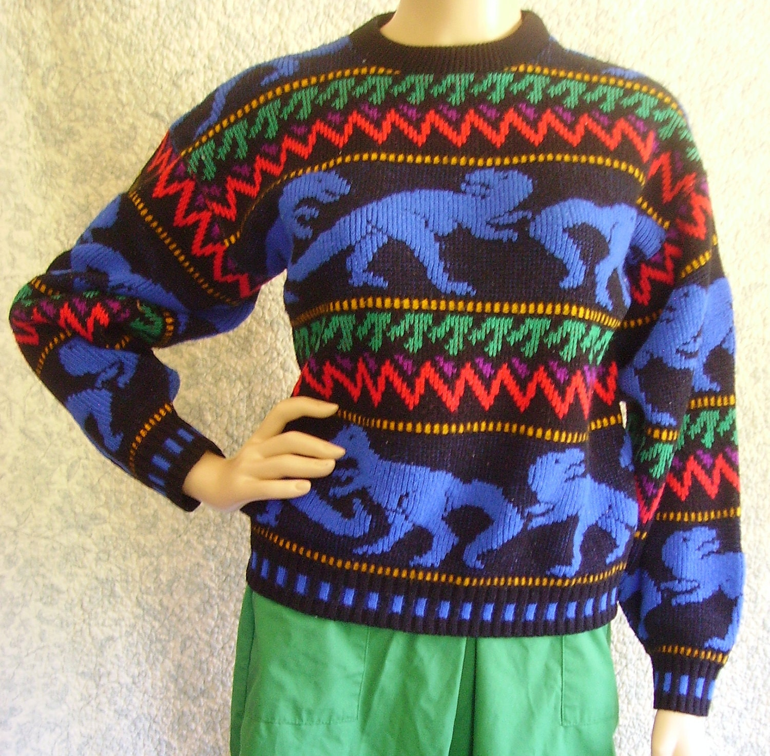 Vintage 80s Sweater Small / Vintage Sweater Small / Dinosaur Sweater / Retro Sweater / Small