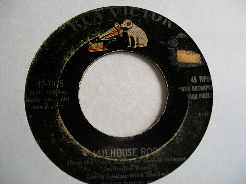 Vinly 45  -  Elvis Presley: Jailhouse Rock / Treat Me Nice