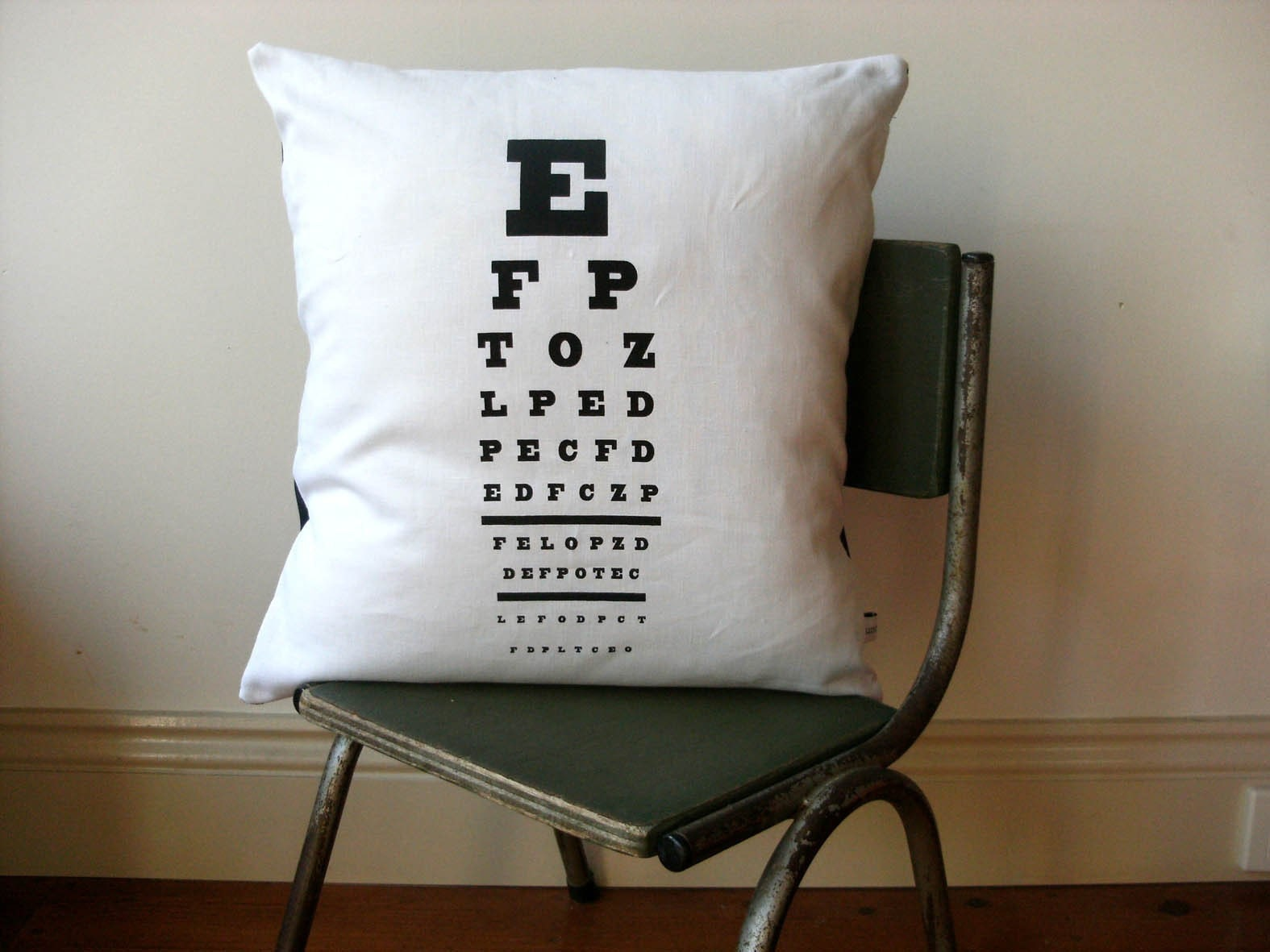 EYECHART Cushion