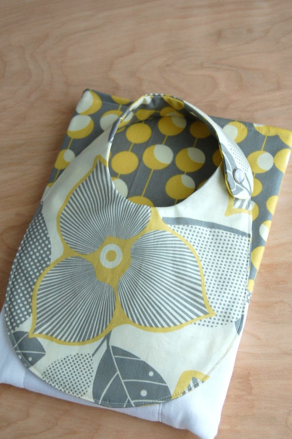 bib and burp set, grey and yellow optic linen