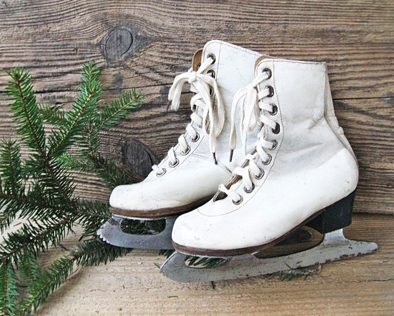 Small Ice Skates Vintage Christmas home decor Shabby Chic - oldflat
