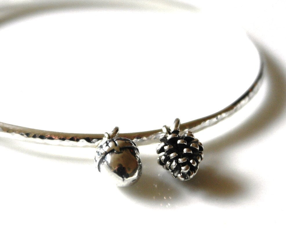 Sterling silver bangle  Hammered bangle  Acorn bracelet  Woodland bracelet   Autumn Jewellery  Acorn  Pine Cone