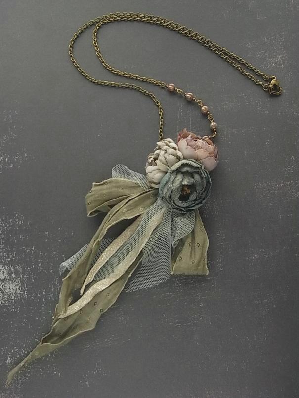 маленький букет ожерелье - Пепел Роза - рука окрашенные