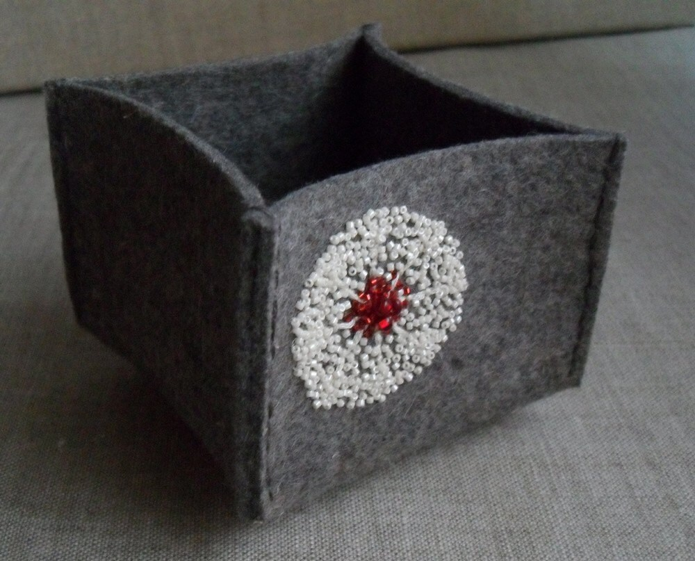 wool felt bowl- flower