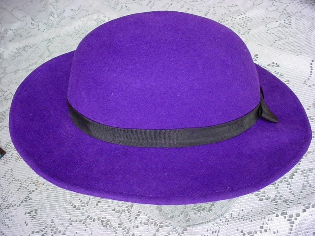 Vintage Womens All WOOL FELT HAT Purple
