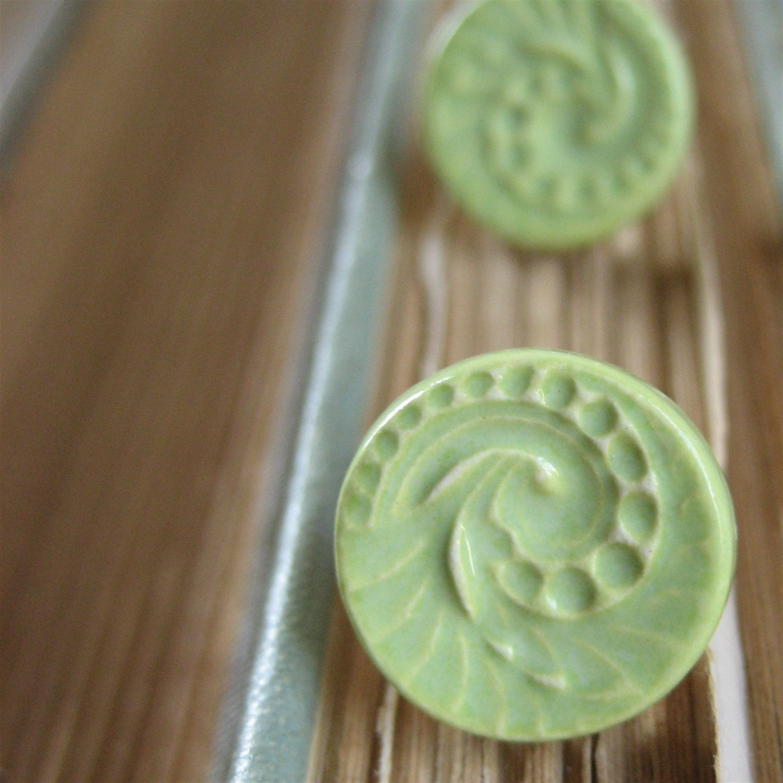 swirl posts, celery