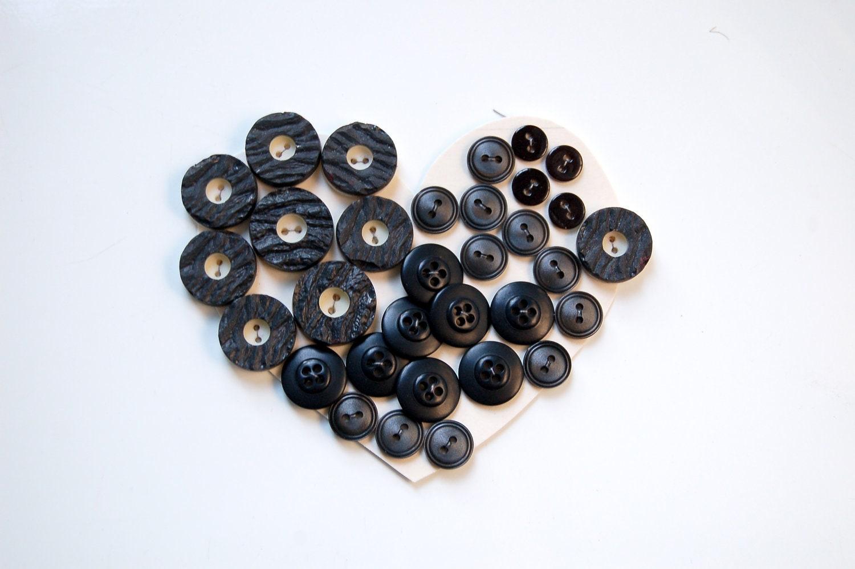 Vintage plastic black buttons - Silkheaven