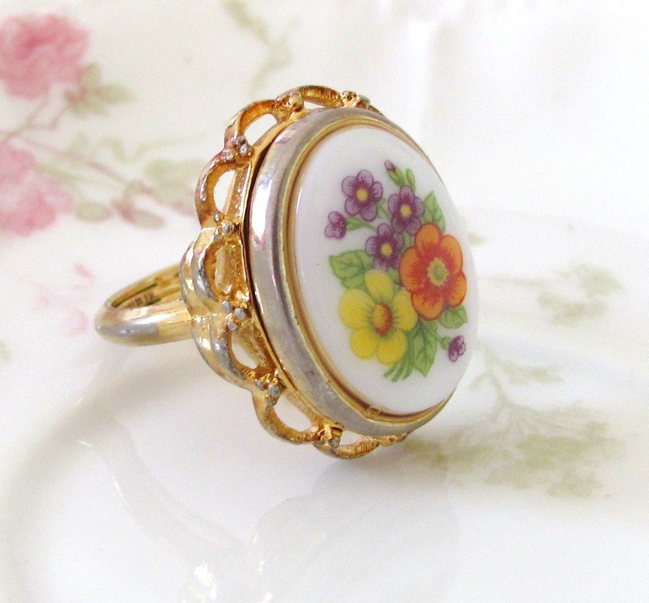 Vintage Bouquet of Flowers Locket Ring