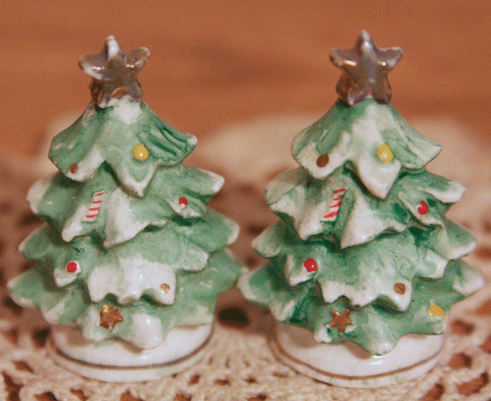Vintage Christmas Tree Salt and Pepper Shakers 2 piece set Japan - adustyframe