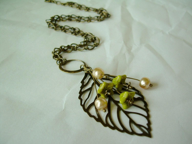 Vintage Pearl Filigree Leaf Necklace