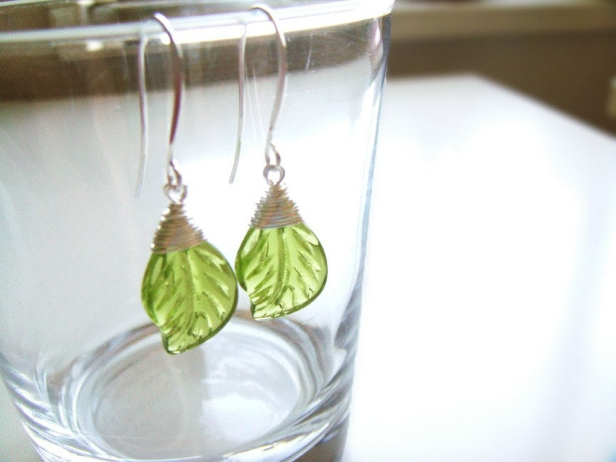 Fresh Emerald Green Leaf Earrings - Czech Glass