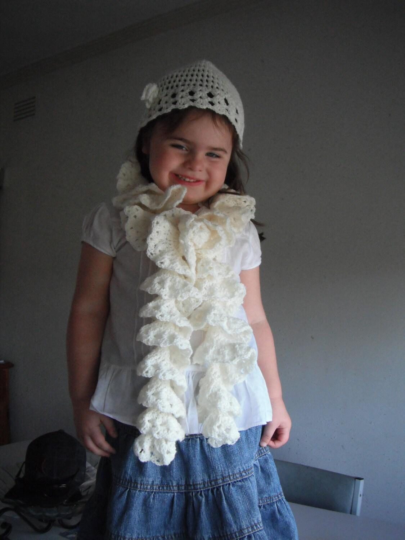 Childerns Crochet Sprial Scarf - madwestdesigns