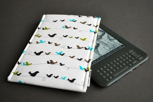 TECHEE . Kindle 1 2 3, Nook, NookColor, Kobo, Sony, Galaxy Tab - eReader Techee - Techee Sleeve -  Birds on a Wire