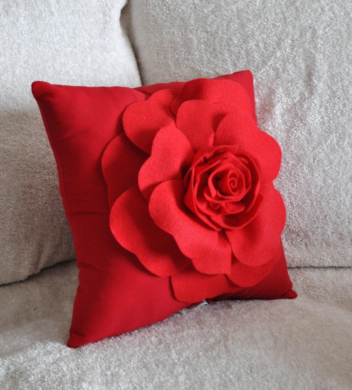 گل سرخ را روی بالش سرخ