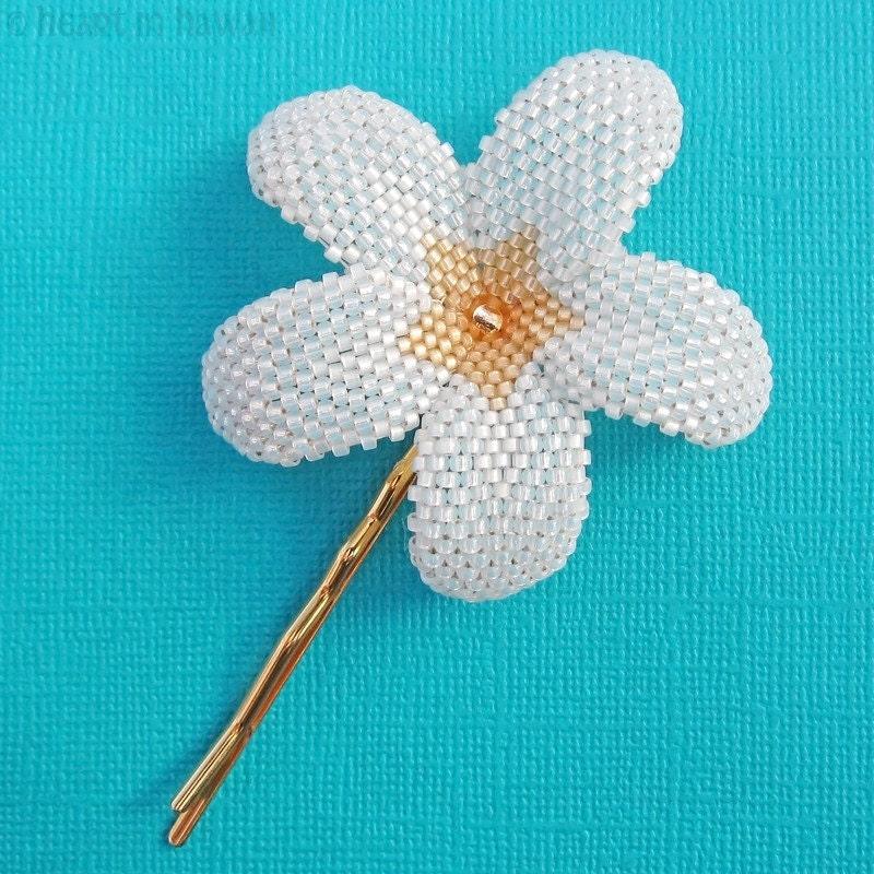 цветы из бисера и макраме.