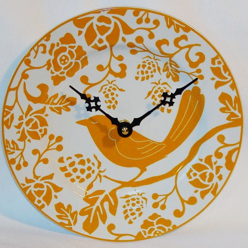 Goldenrod Flora and Fowl Ceramic Plate Wall Clock No. 567 (8-1/4 inches)