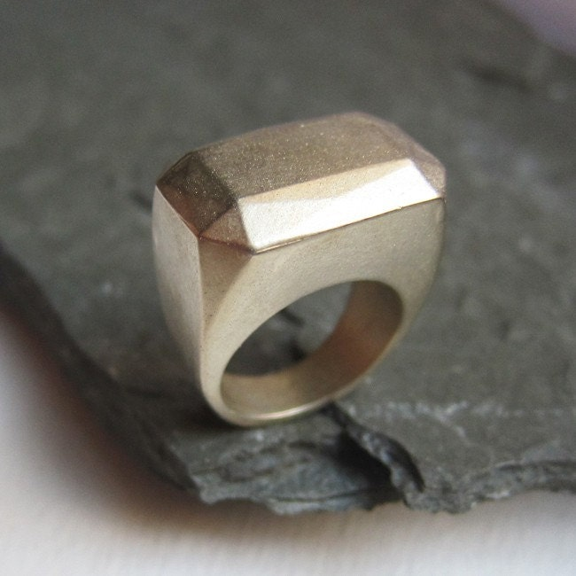 Bold brass faceted rectangle knuckle dome ring size 7