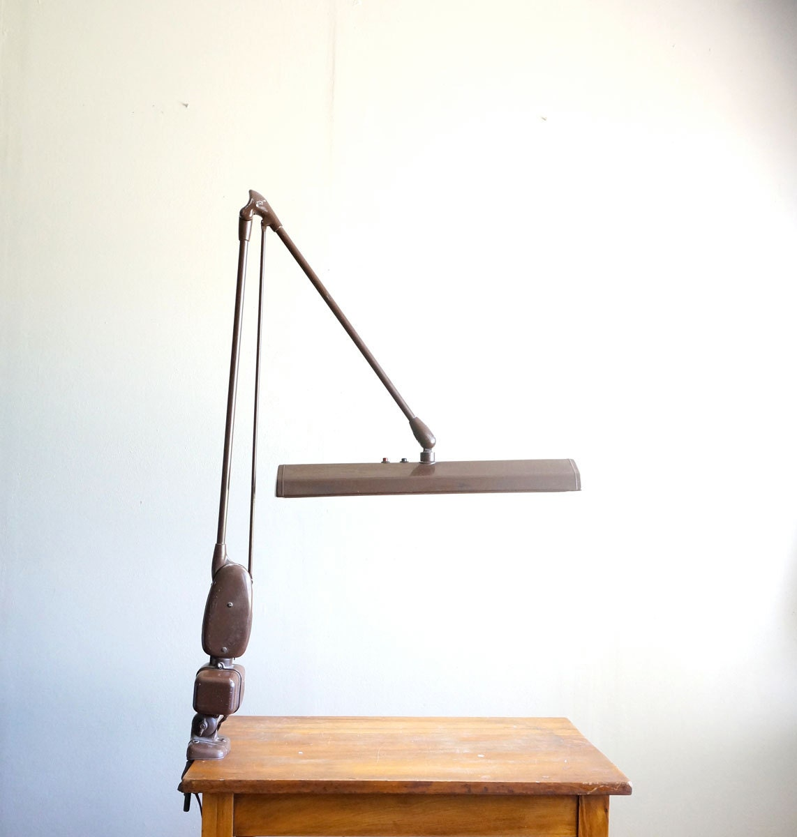 vintage dazor floating fixture clamp table lamp drafting. Black Bedroom Furniture Sets. Home Design Ideas